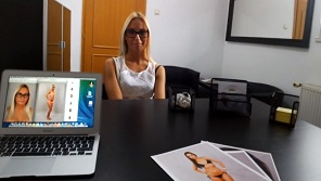 Czech Supermodels – Slim blonde wants to be a famous
